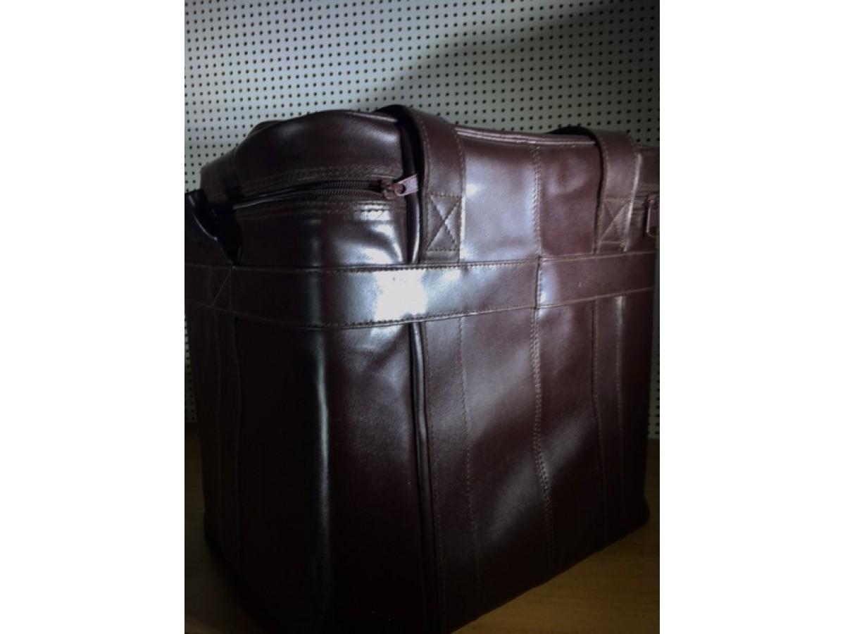 UDG leather split brown large.